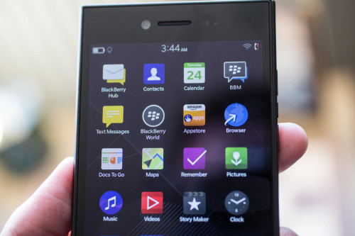 The BlackBerry Leap ditches the keyboard to lure young professionals (hands-on)