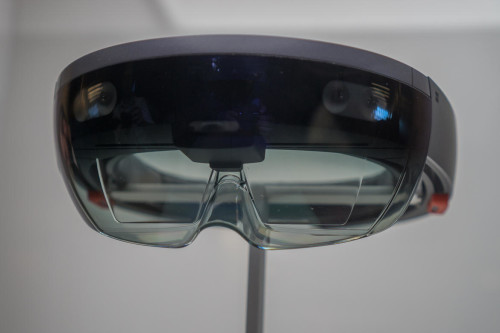 Building holograms with Microsoft HoloLens (hands-on)