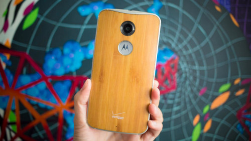 Moto X (2014) flicks on built-in flashlight with Android 5.1 update