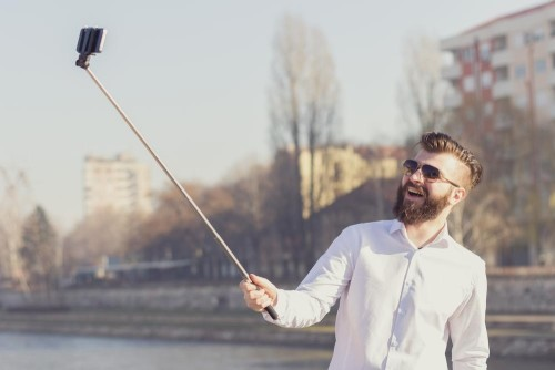 Nikon gives in, outs a selfie stick for cameras