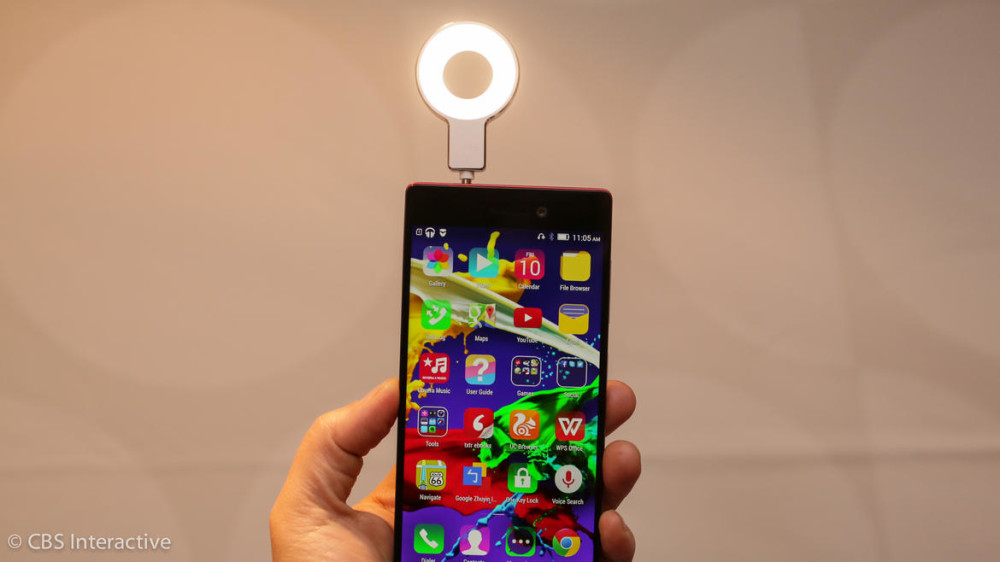 Flash me! Lenovo Vibe X2 Pro has plug-in flash for selfies (hands-on)