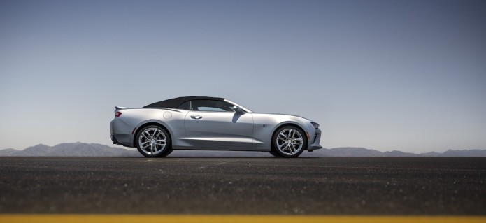 2016 Camaro Convertible revealed with Chevy's smartest roof