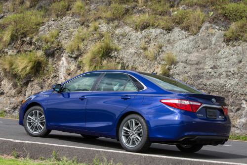 2015 Toyota Camry Hybrid review: Toyota Camry Hybrid: 40 mpg and 680 miles per tank