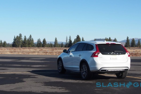 2015-volvo-v60-cross-country-40-1280×646