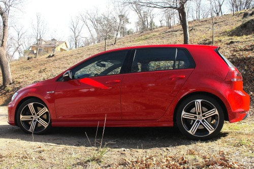 2015 Volkswagen Golf R review: VW's hottest hatch looks like a Golf GTI, runs like a Subie STI