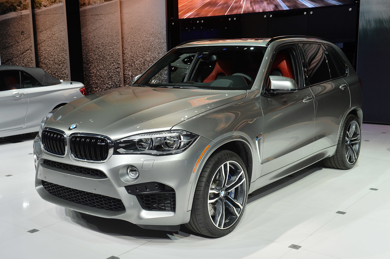 2015 bmw x5 m review engineering triumphs over physics gearopen. Black Bedroom Furniture Sets. Home Design Ideas