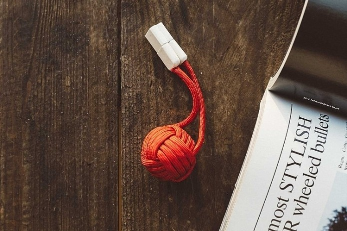 BOLD Knot Hides A Power Bank Inside A Keychain-Sized Ball Of Rope
