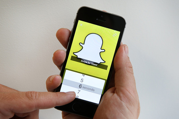 Snapchat for iOS switches cameras with a double-tap