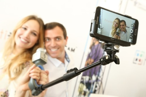 SoloCam Adds A Mic To A Selfie Stick For Professional-Looking Solo Videos