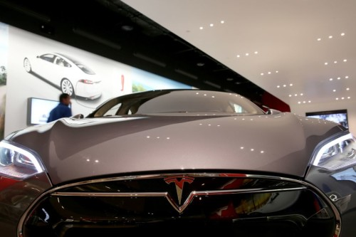 Tesla software update with autosteer, parallel autopark almost ready