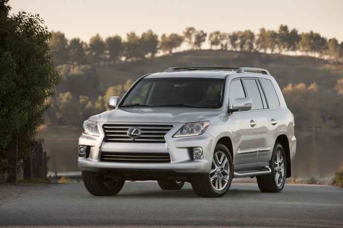 Lexus LX 570 facelifted for 2016