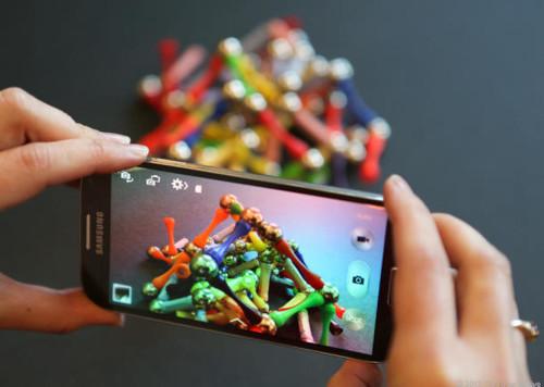 Samsung sensor puts 16-megapixel cameras into slim phones