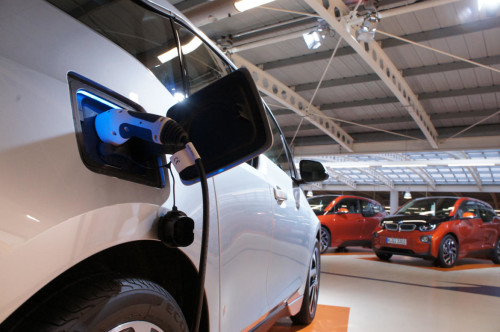 BMW i3 owners offered cash to delay car charging