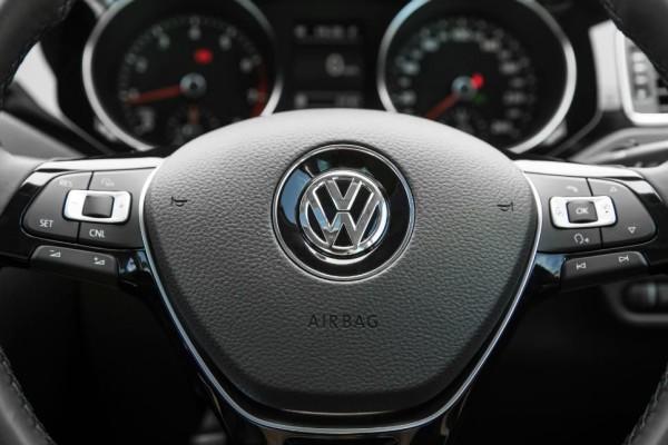 Volkswagen-Jetta-Highline-Sport-2015(9b)