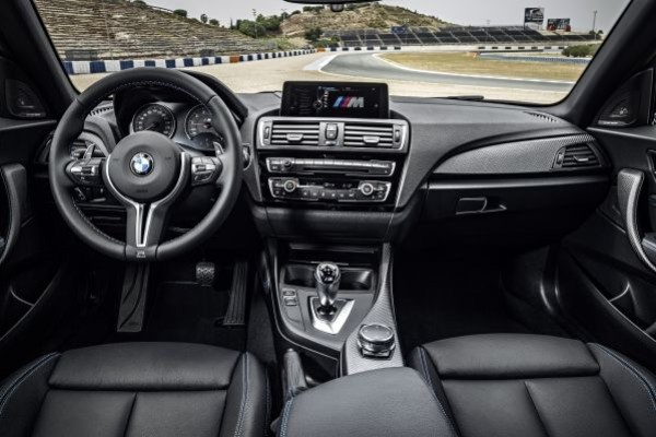 P90199663_lowRes_the-new-bmw-m2-10-20