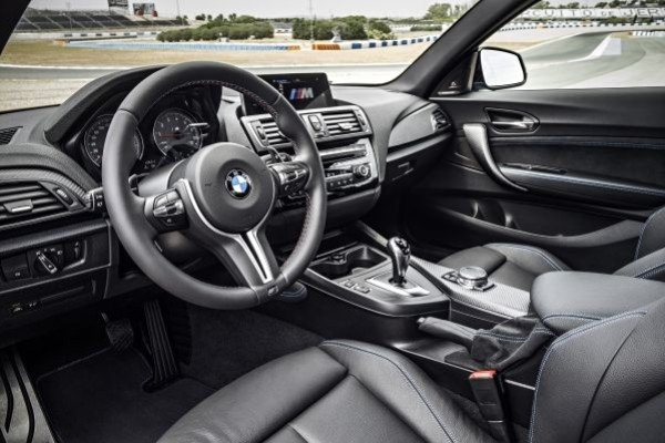 P90199664_lowRes_the-new-bmw-m2-10-20