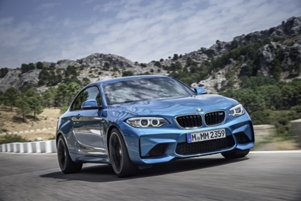 P90199683_lowRes_the-new-bmw-m2-10-20
