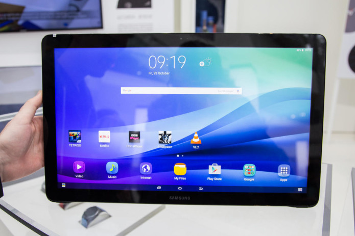 Hands-on: Samsung Galaxy View is giant tablet with a handle