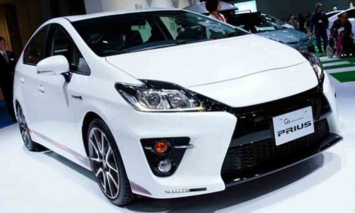 Toyota shows off tech inside new 2016 Prius