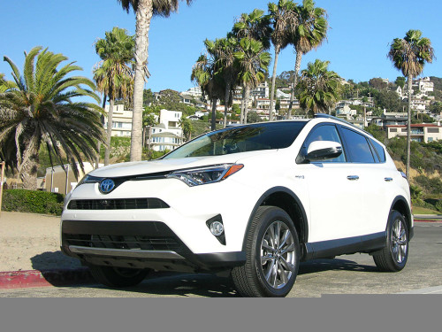 2016 Toyota RAV4 Hybrid Review : Premium Features for Under $30,000
