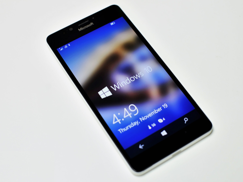 Microsoft Lumia 950 review : Making the case for Windows on a phone