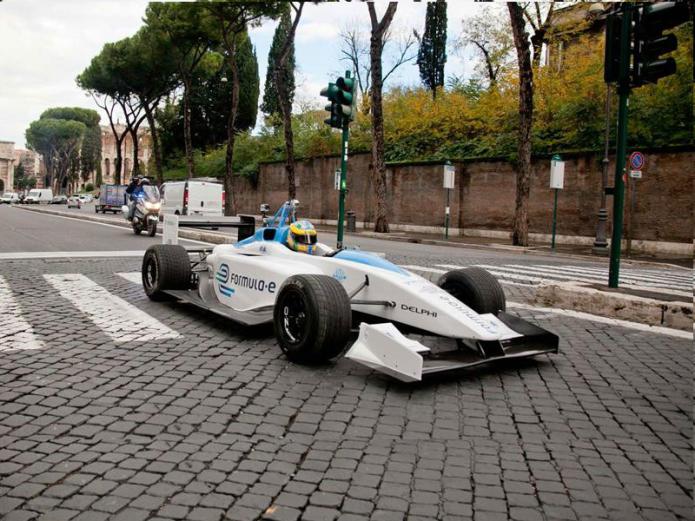 Formula E reveals ROBORACE driverless EV series for 2016