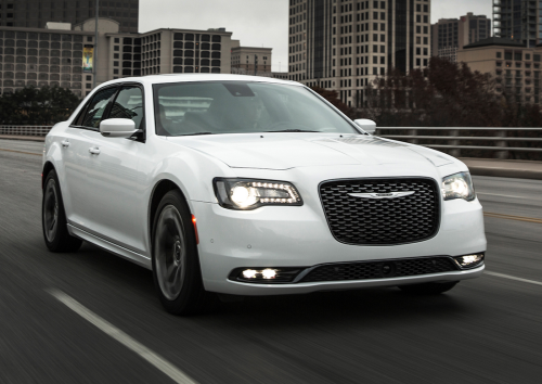 14 Affordable and Safe Large Family Cars