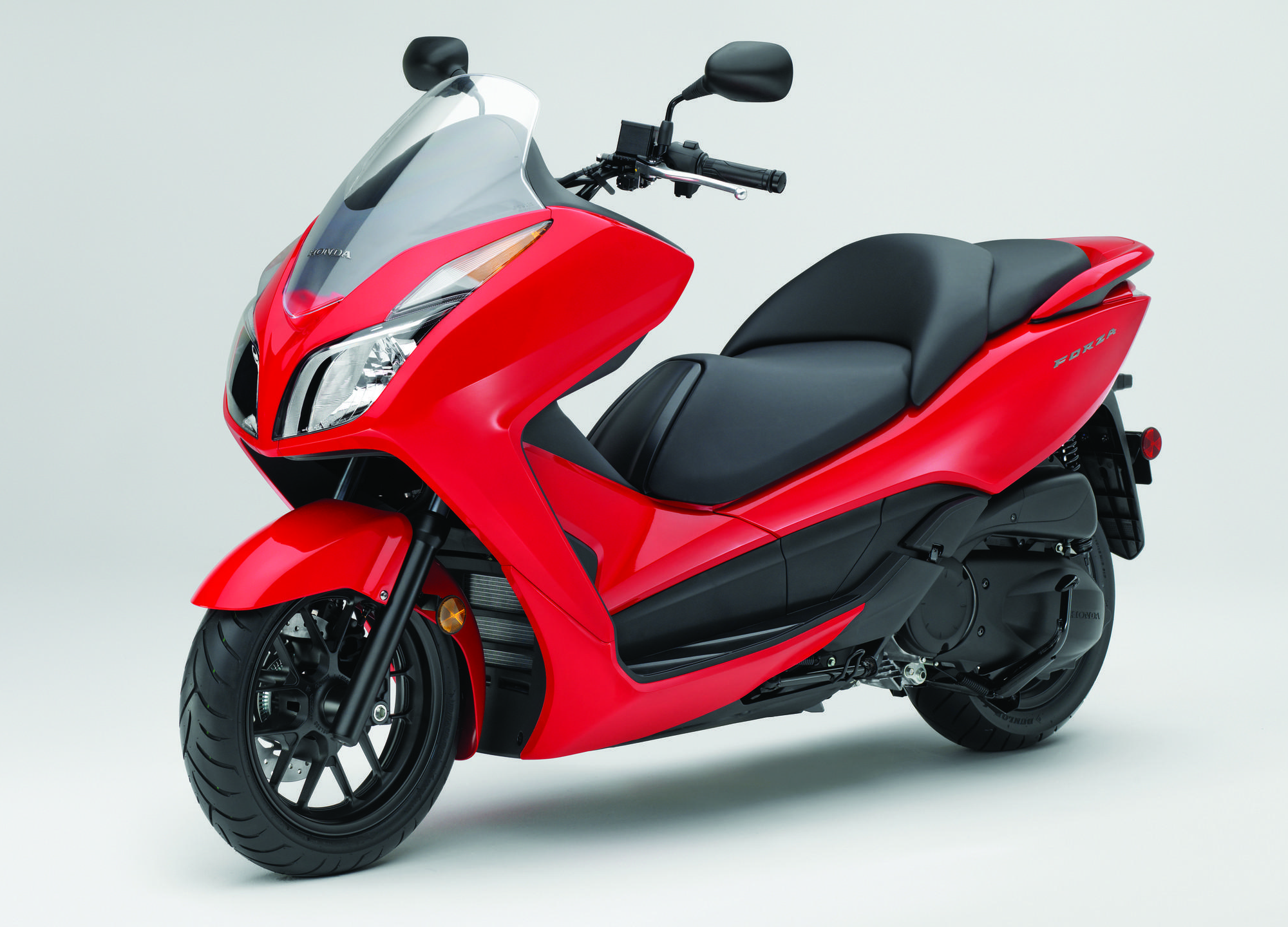 2014 honda forza scooter first ride review gearopen for Honda motor scooters usa