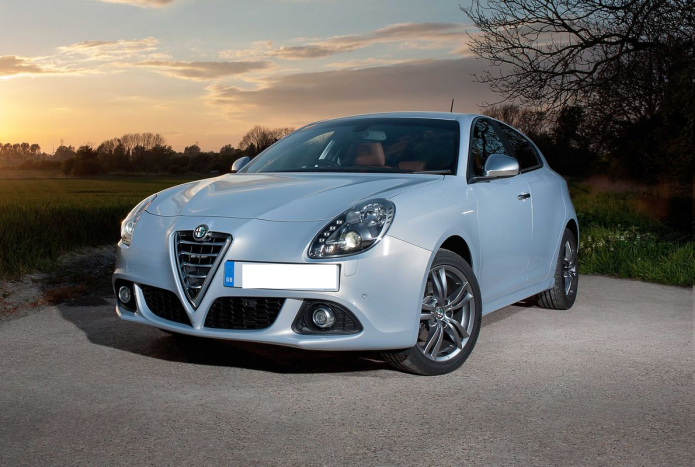 Alfa Romeo Giulietta review : Family hatchback looks great