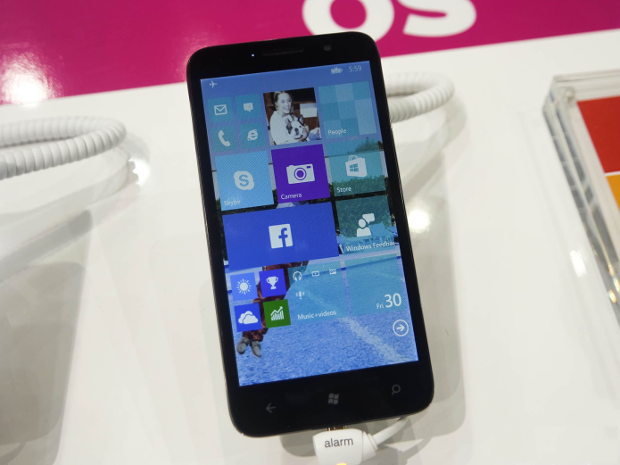 Alcatel OneTouch Fierce XL review: A Windows 10 Mobile phone not from Microsoft