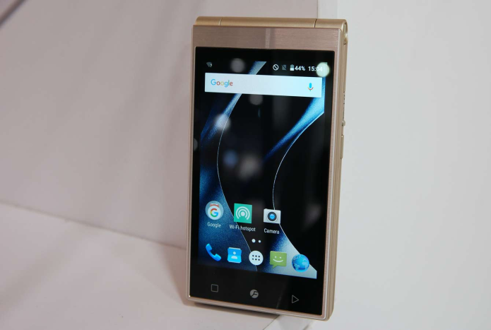 Japanese Flip Hands-on Review : Smartphone Has 2 Screens, Physical Keypad
