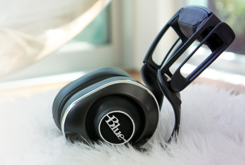 Blue Lola Headphones Review — Attractively Unconventional