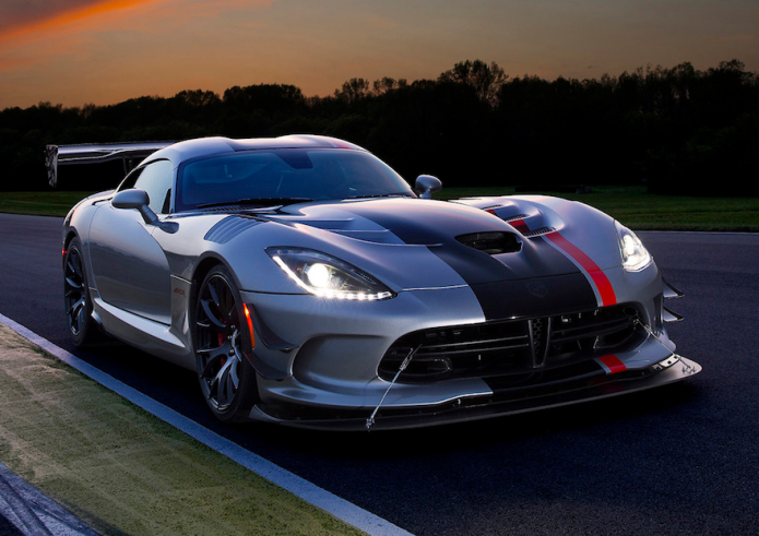 2016 Dodge Viper ACR Review: Snakes on a Track