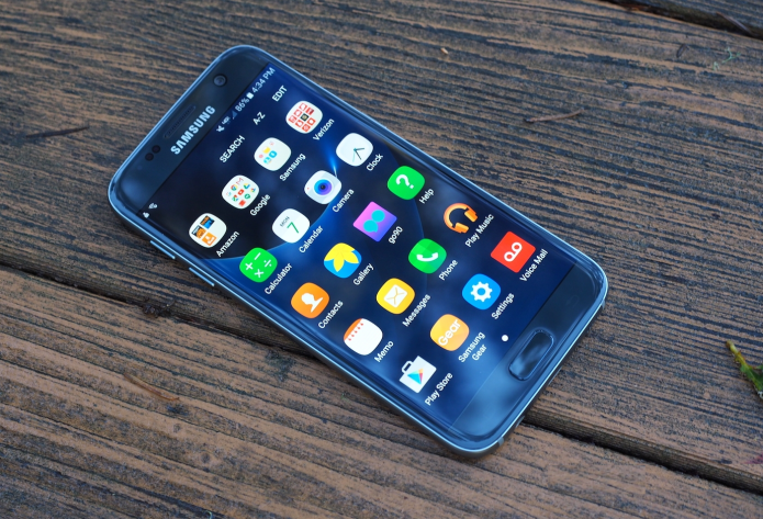 Samsung Galaxy S7 Review: Beauty and a Beast