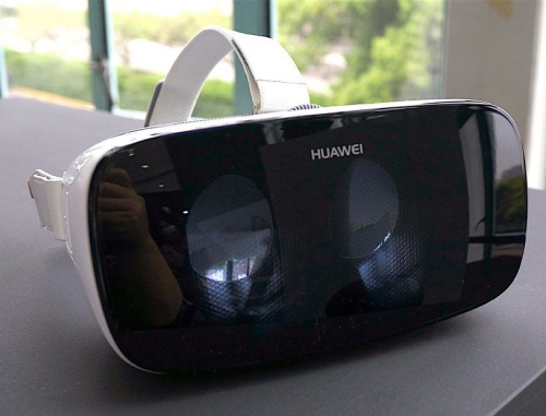 Huawei VR vs Samsung Gear VR : Battle of the mobile VR headsets