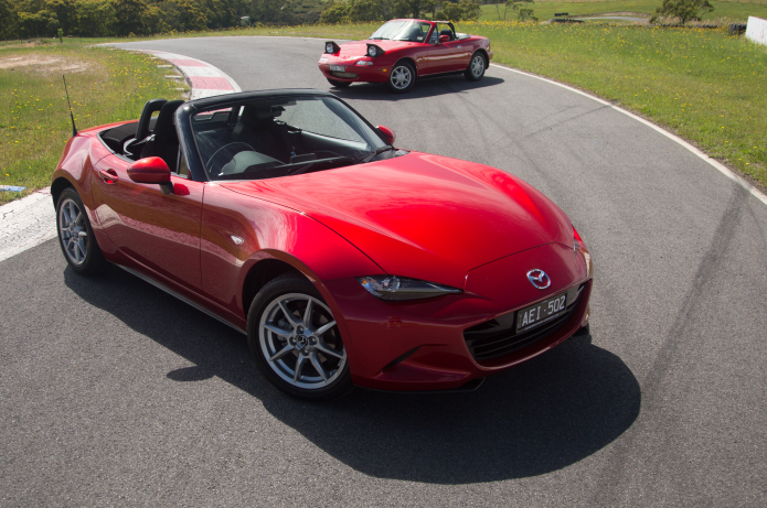 Simple Mazda MX5 Old V New Comparison Review  Firstgeneration