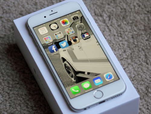 iPhone SE VS Galaxy S7 Mini : tiny smartphones battle