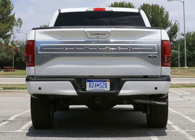 2016-ford-f-150-limited-4×4-back-full-2-970×647-c
