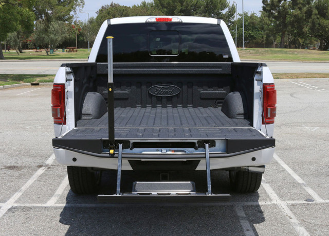 2016-ford-f-150-limited-4×4-back-open-970×647-c