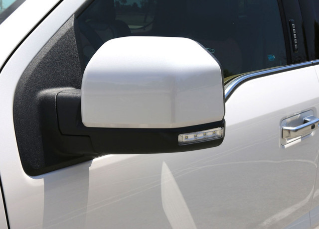 2016-ford-f-150-limited-4×4-side-mirror-970×647-c
