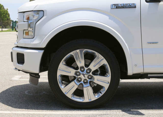 2016-ford-f-150-limited-4×4-tire-970×647-c