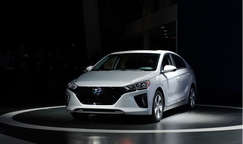 Hyundai Electric Vehicle Will Raise Low-End Bar to 250 Miles
