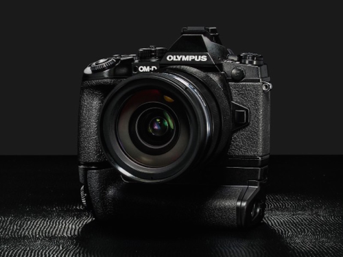 Olympus E-M1II Coming with Dual SD Card Slot