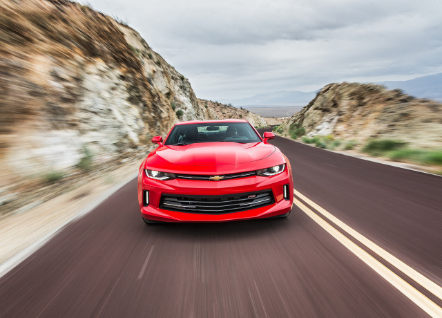 2016-Chevrolet-Camaro-RS-front-end-in-motion-02