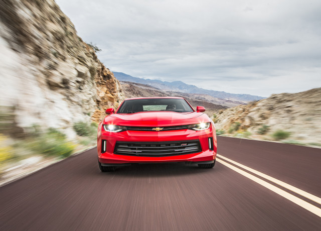 2016-Chevrolet-Camaro-RS-front-end-in-motion