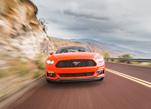 2016-Ford-Mustang-EcoBoost-front-end-in-motion-02