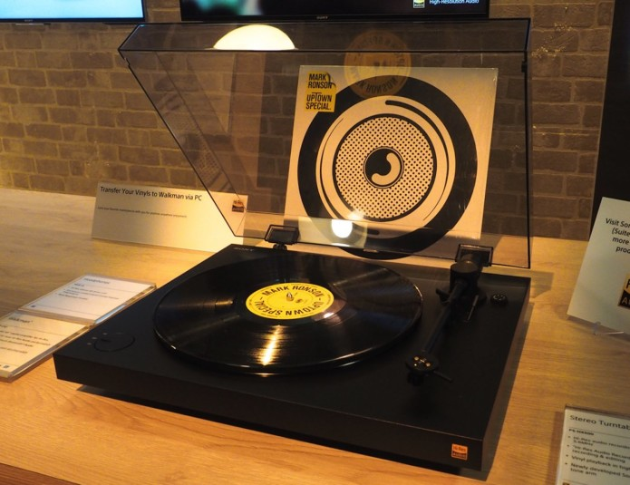 PS-HX500-Vinyl-TurnTable-From-Sony-01