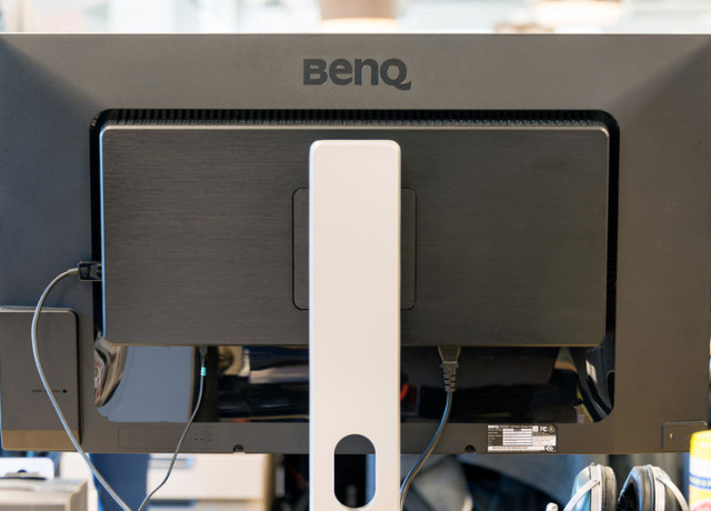 benq-pv3200pt-4k-monitor-back-800×533-c