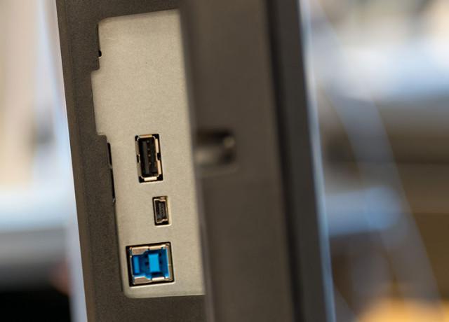 benq-pv3200pt-4k-monitor-jacks2-800×533-c