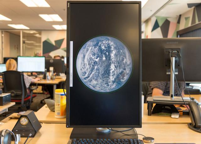 benq-pv3200pt-4k-monitor-vertical-800×533-c